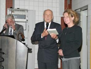 Staatssekretär a.D. Naulin bedankt sich bei Frau Dr. Enke Melzer für die Vorstellung des von ihr betriebenen Forschungsprojektes
