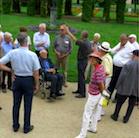 Parkdirektor Gert Streit begrüßt die Kellerrunde